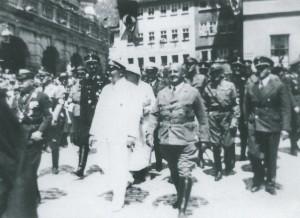 Hermann Göring und Gauleiter Julius Streicher auf dem Marktplatz