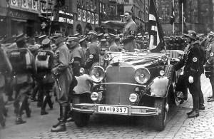 """Die """"Blutfahne"""" auf dem Reichsparteitag in Nürnberg 1935"""