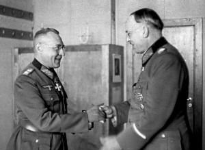 General Karl Weissenberger (li.) nahm mit seinem Stab Quartier ion Rothenburg (re. Generaloberst Rendulic); Foto: Bundesarchiv
