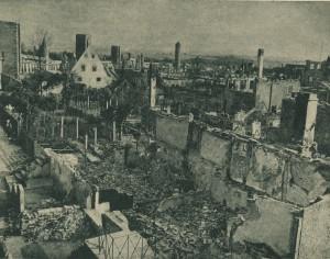 Die zerstörte Neugasse mit dem Faulturm im Hintergrund