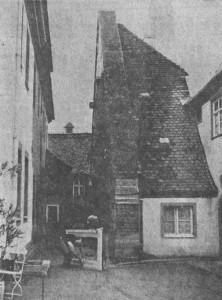 """Links war der Eingang in den Keller zum damaligen """"Christlichen Hospiz"""" vorm Würzburger Tor (Foto 1955)"""