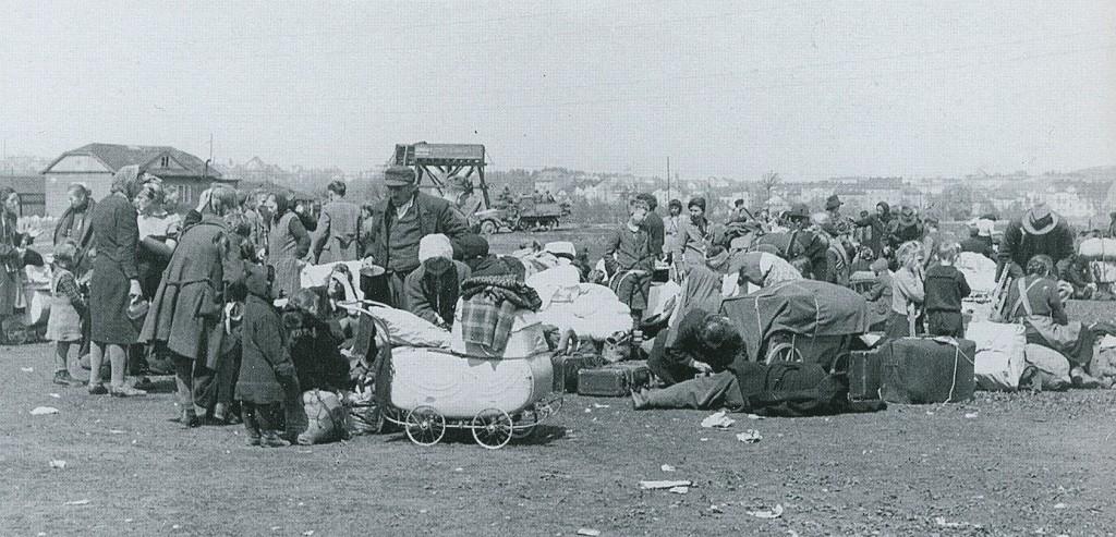 Deutsche werden in Schlesien ausgewiesen und warten auf den Transport