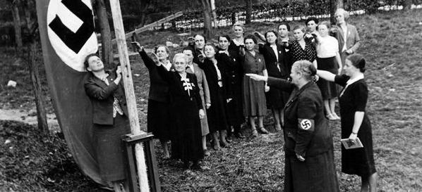 NS-Frauenschaft beim Fahnenappell (nicht Rothenburg)