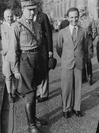 Graf von Helldorff und Reichsminister Dr. Goebbels