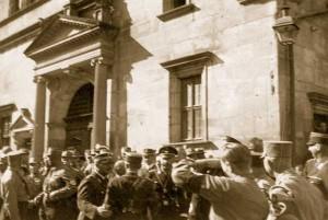 Heinrich Himmler war schon 1929 in Rothenburg. Das Foto zeigt ihn am Marktplatz