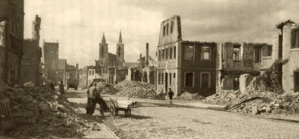 Die zerstörte Galgengasse mit Blickrichtung Innenstadt