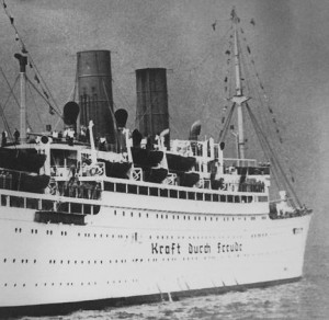 """""""Kraft durch Freude""""-Urlauberschiff"""