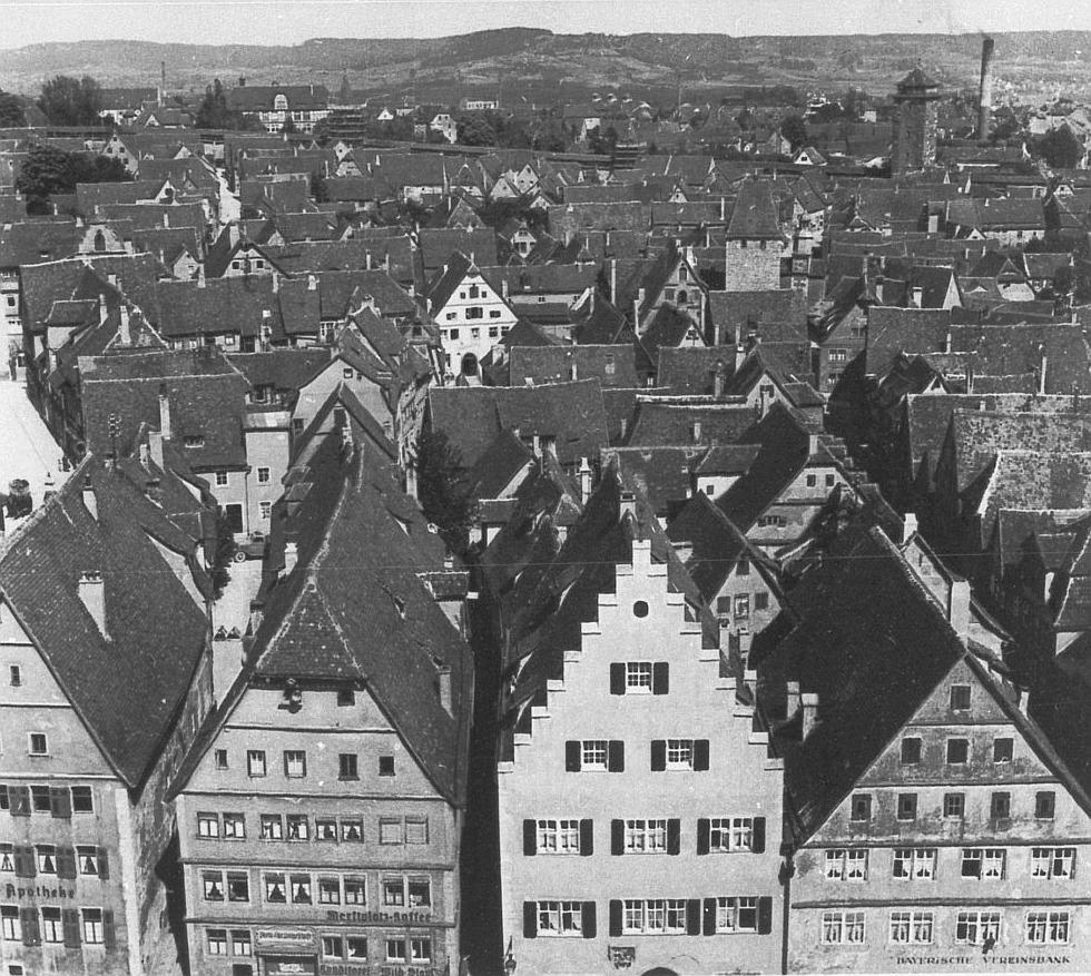 Blick vom Rathausturm Richtung Stadtmauer-Partie zwischen Röderturm und Galgenturm