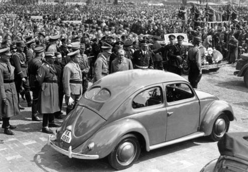 Mit Pomp wurde der erste KdF-Wagen propagandistisch Hitler vorgestellt