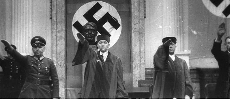Der Volksgerichtshof mit Präsident Roland Freisler (Mitte).