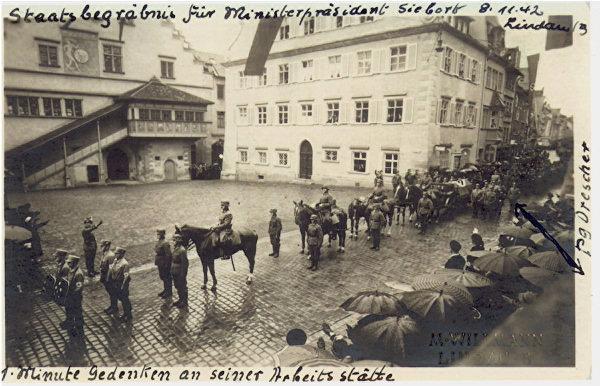 Staatsbegräbnis für Ludwig Siebert in Lindau. Sein Sarg wurde mit Pomp durch die Straßen der Stadt gefahren