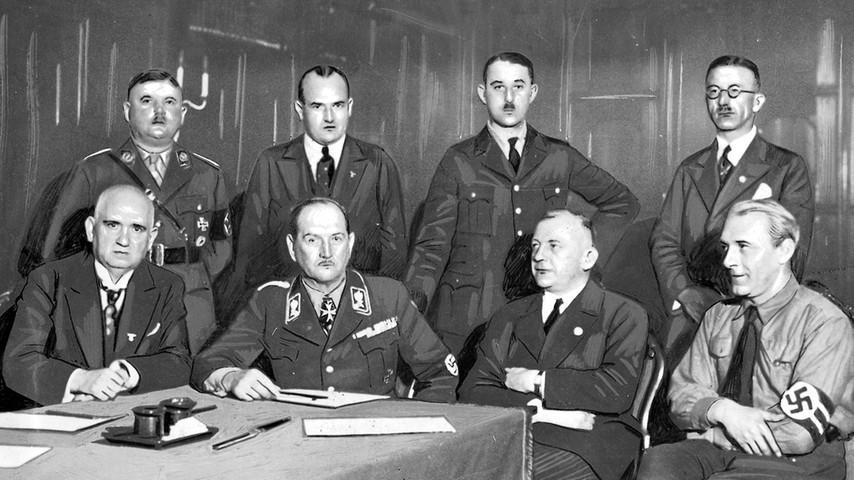 Diese Männer bildeten nach dem15. März 1933 die erste neue nationalsozialistische bayerische Regierung. Sitzend v. l.: Ludwig Siebert (Finanzen), Franz Ritter von Epp (Reichsstatthalter und Ministerpräsident), Adolf Wagner (Inneres), Hans Schemm (Unterricht und Kultus); stehend: Ernst Röhm (zbV), Hans Frank (Justiz), Hermann Esser  und Ludwig Huber (zbV).