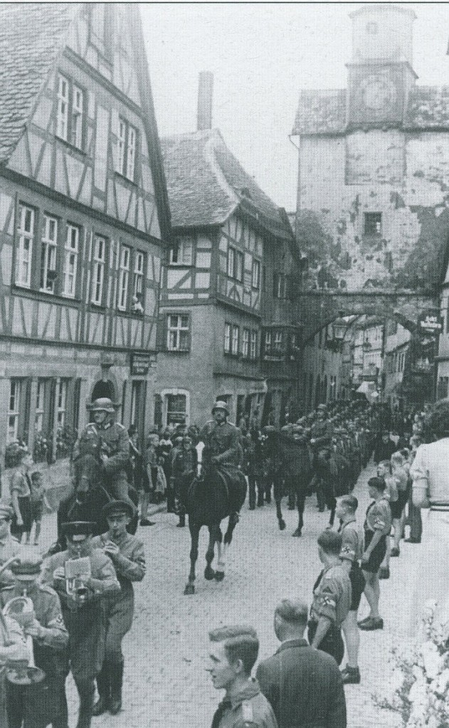 Umzug der Landesschützen vor dem Markusturm mit Röderbogen 1939