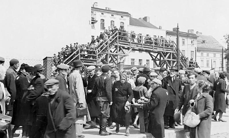 Uebelhoer errichtete das Ghetto Lodz . Das Bild zeigt die Brücke, die zwei Teile des Ghettos verbindet