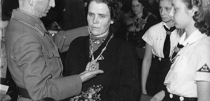 Verleihung des Mutterkreuzes, Foto: Bundesarchiv