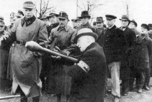Üben mit der Panzerfaust 1945