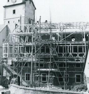 Aufbau des Judentanzhauses am bereits wieder errichteten Weißen Turm