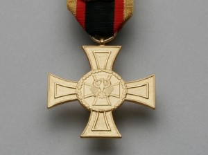 Bundeswehr-Ehrenkreuz für Tapferkeit, erstmals 2008 an vier in Afghanistan verwundete Soldaten verliehen