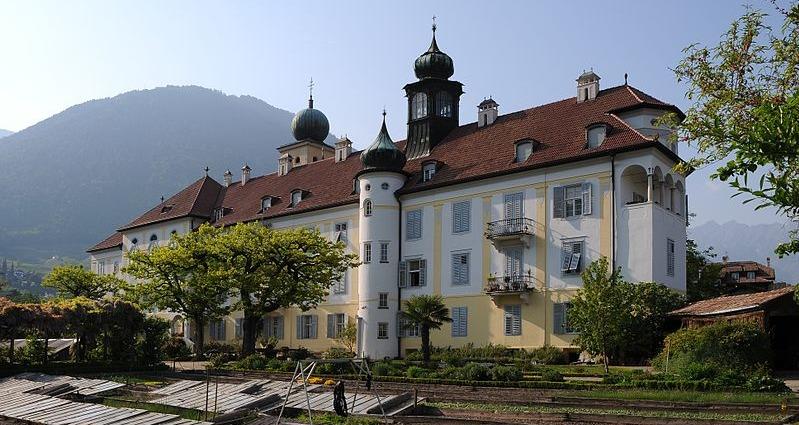 In Klöstern wie im Deutschordenskonvent Lana, versteckte die Kirche die flüchtenden NS-Mörder; Foto Böhringer