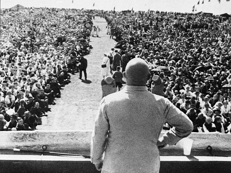 Julius Streicher spricht zu den Massen