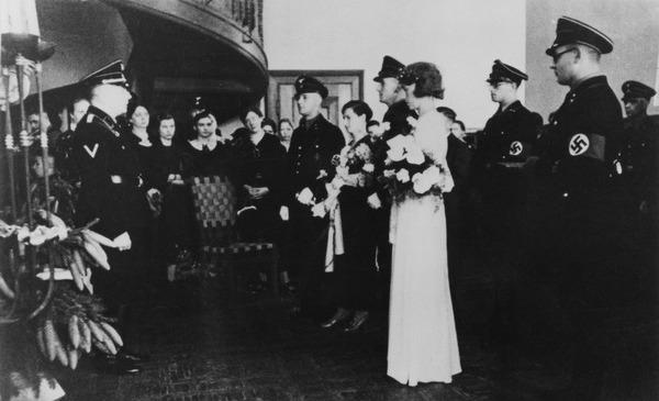 SS-Hochzeit auf der SS-Ordensburg Wewelsburg; Foto: Bundesarchiv