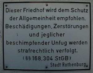 Hinweisschild am jüdischen Friedhof