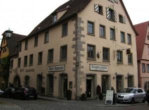Im jüdischen Gemeindehaus in der Herrngasse war neben der Synagoge auch die Schule untergebracht HofmannsDie letzte Synagoge in der Herrngasse, in der Moses Hofmann wohnte; Foto: Rolf Schreglmann