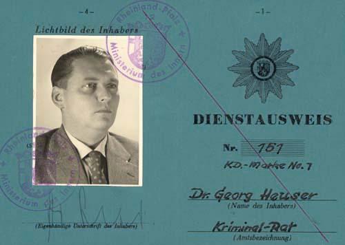 Dienstausweis des Kriegsverbrechers Georg Heuser 1957