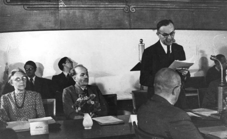 Erste Ministerpräsidentenkonferenz 1947 mit WIlhelm Hoegner /stehend9