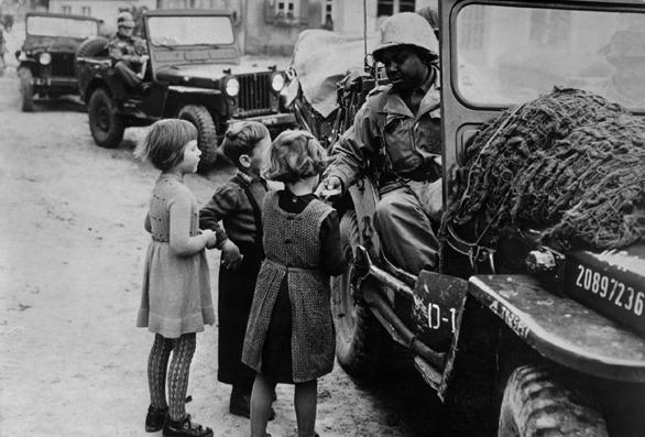 Geschichte / Deutschland / 20. Jh. / Nachkriegszeit: Westzonen / Alliierte Mächte / Truppen / USA / mit Deutschen