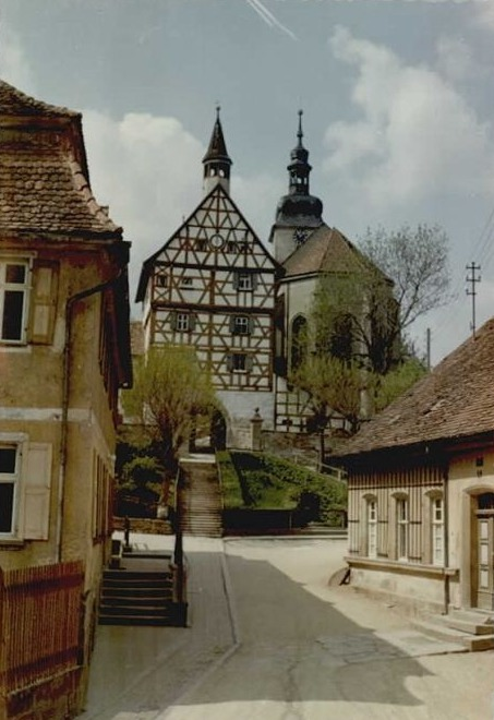 Straße zur Kirche