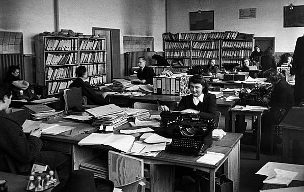 Berabeitung von Spruchkammervorgängen in Nürnberg 1947; Foto: Bundesarchiv