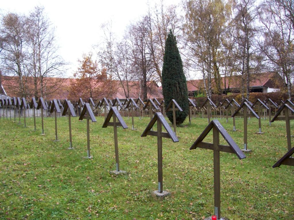 AUfgelassener Kriegsverbrecherfriedhof am Gefängnis Landsberg am Lech; Foto: Wolf Stegemann (2008)