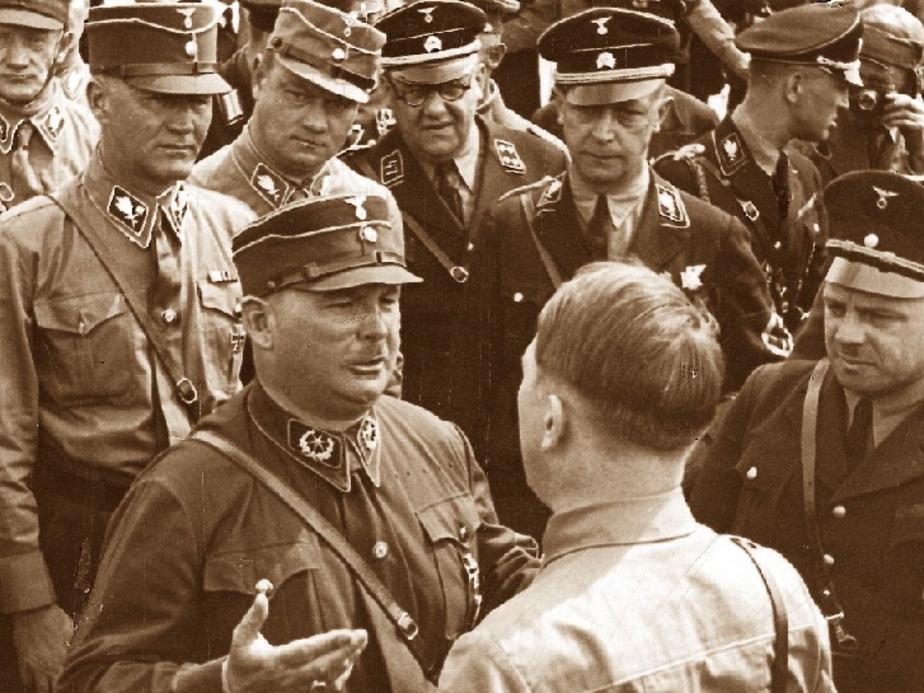 SA-Stabschef Ernst Röhm und sein Duzfreund Adolf Hitler (1933)