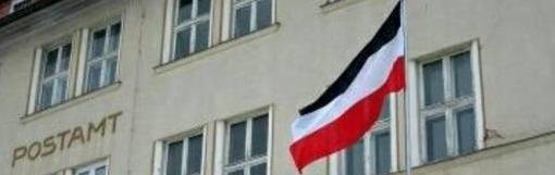 Schwarz-weiß-rote Reichsflagge