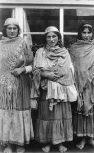 Drei Sinti-und-Roma-Frauen, NS-Propagandabild