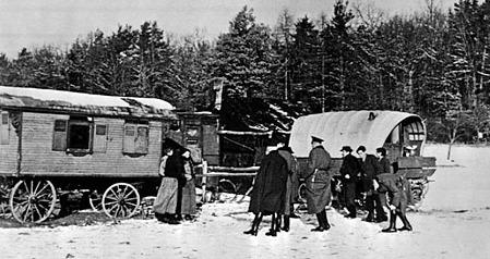 Razzia der SS in einem Sinti-und-Roma-Lager