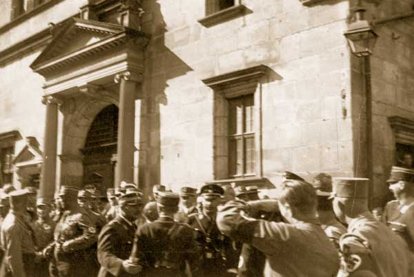 Heinrich Himmler 1929 in Rothenburg am Rathaus