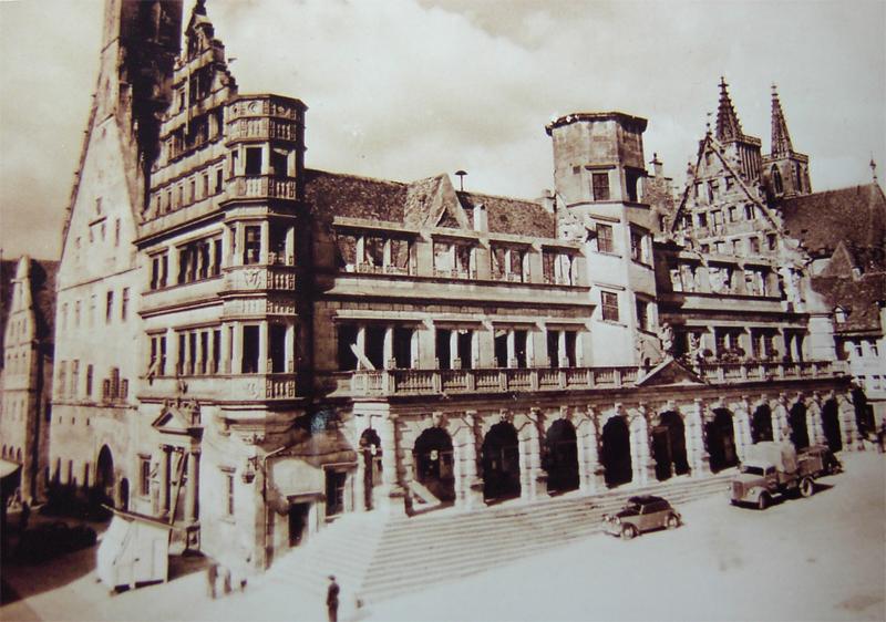 Das 1945 zerstörte Rathaus wurde schnell wieder aufgebaut