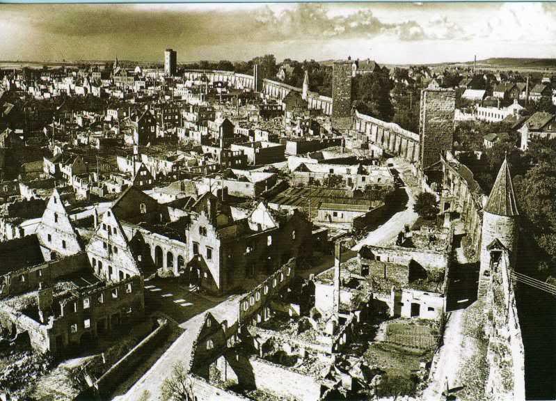 Die Stadt war zu 40 Prozent zerstört; es musste vielen Heimatvertriebenen Obdach gegeben werden