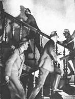 Gestapo und Schutzpolizei im Einsatz
