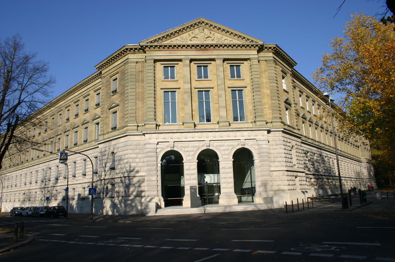 Das nach der Zerstörung im Krieg wieder aufgebaute Landgericht Würburg