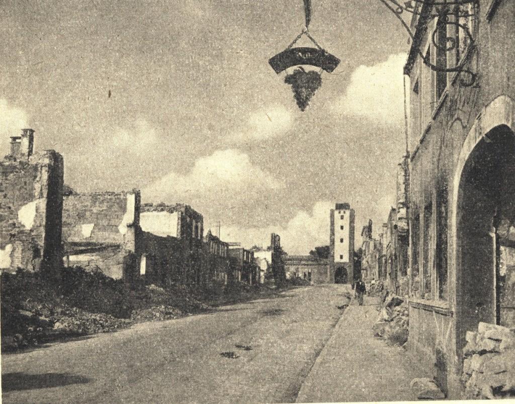 Die zerstörte Galgengasse nach dem Brand am 31. März 1945