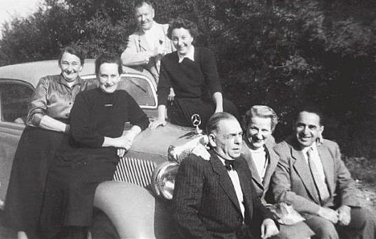 Besuch von Mitgliedern der 1938 vertriebenen Familie Mann aus der Adam-Hörber-Straße im Jahr 1956: rechts vorne Justine Mann , dahinter als 2. v. l. Martha Mann, zusammen mit der Familie Wack.